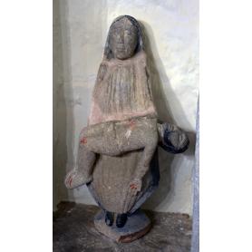 Abbildung der jungfrau maria in stein