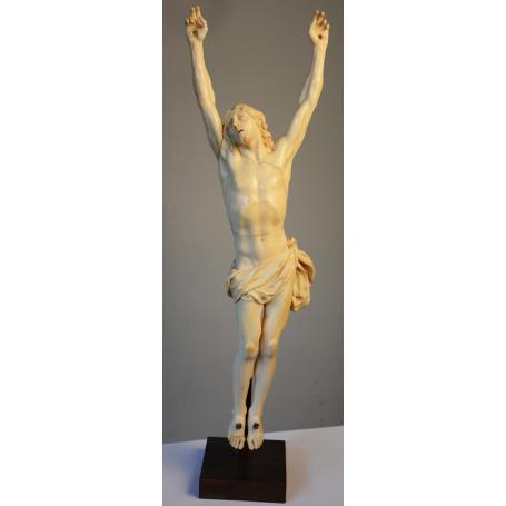 A escultura do Cristo en marfil. S: XIX