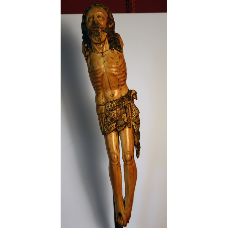 Sculpture of Christ in ivory. S: XVI