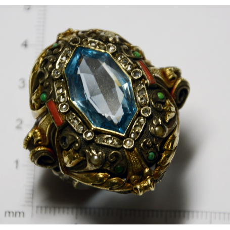 Importante anello in argento con vista su golden