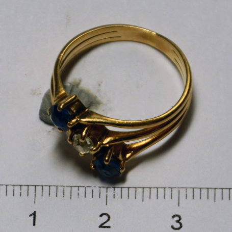 Ring in yellow gold of law