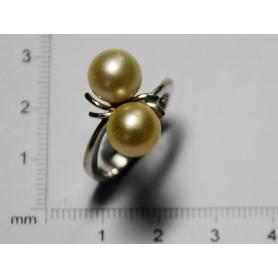 Anel, en branco ouro e perlas