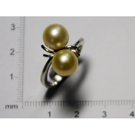 Ring, in white gold and pearls