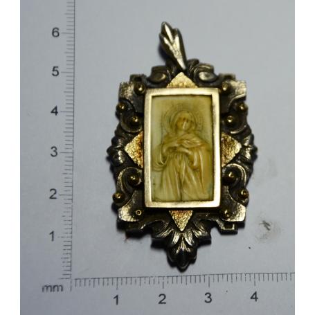 Medalla de l'Art déco català amb la mare de déu tallada en ivori