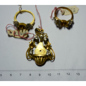 Lot of three gold pieces