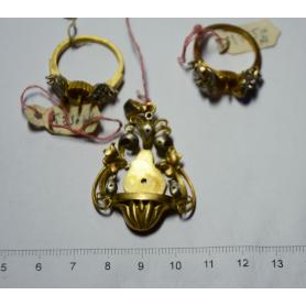 Lotto di tre pezzi d'oro