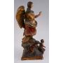 Figura do Arcanxo tallada en madeira