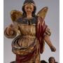 La figura de l'Arcàngel en fusta tallada