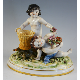 Figure of porcelain decorated Italian