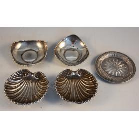 Diverses peces per a servir com aperitiu a la plata