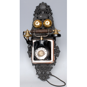 Teléfono inglés de pared. Circa: 1920