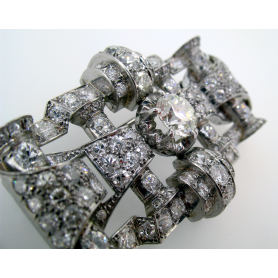 Broche con 111 diamantes. Circa: 1949.
