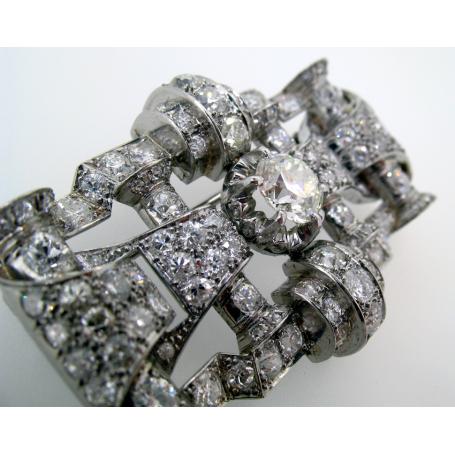 Broche con 111 diamantes. Circa: 1949.
