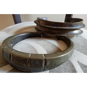 Set di collana e cinturino alla caviglia in bronzo dorato. S. XX.