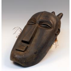 Máscara ceremonial de sociedades secretas.