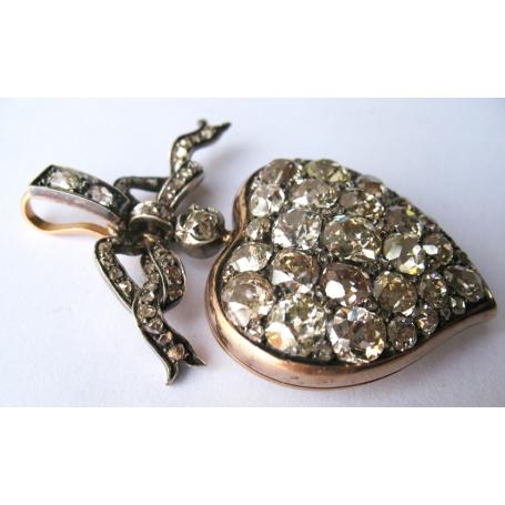 Colgante guardapelo con diamantes. Circa 1900.