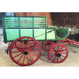 Carriage of animal traction. Rustic. Circa:1900-30.