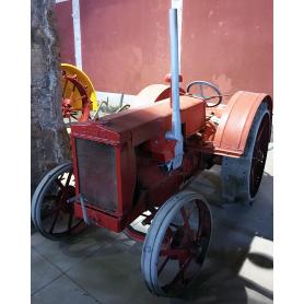 Caso Tractor. Rodas de ferro. A metade s.: XX.