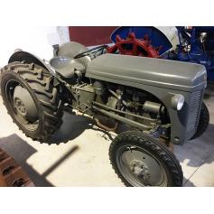 Traktor Ferguson. Hälfte s.: XX.