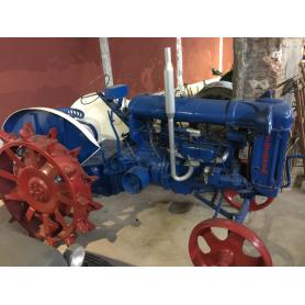 Tractor FORDSON. Wheels iron. Half s.: XX.