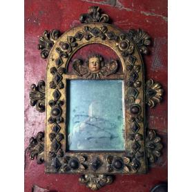 Espello de parede de madeira.