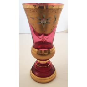 Verre, verre décoratif et de l'or.