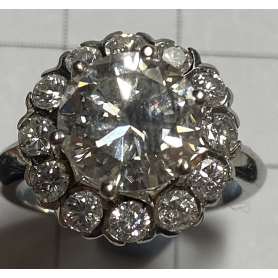 Anell en or groc de 18k. 13 brillants 3,84ct.