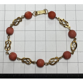 Bracelet en or 18 carats. et le corail.