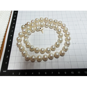 Matinee-Halskette mit 18 Karat Goldverschluss.