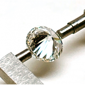 Moderner Diamant im Brillantschliff.